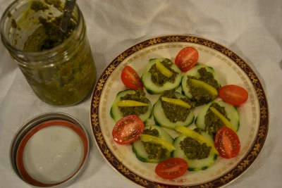 pesto and cucumber rounds
